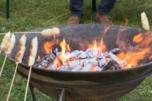 Eine Feuerschale schafft ein unwahrscheinlich schönes Flair auf jeder Party.