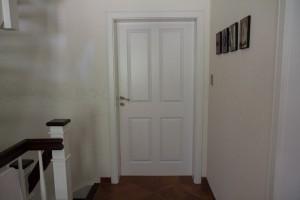 Alle Türen bei uns im Haus sind 1 Meter breit und somit altersgerecht und mit dem Rollstuhl befahrbar.