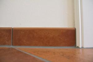 Unsere Sockelleiste passend zur Bodenfliese im Flur bzw. in der Diele.
