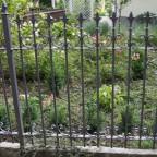 Ein Gartenzaun geschmiedet aus Eisen, feuerverzinkt und pulverbeschichtet.