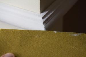 Abschleifen der Ecken mit Sandpapier um die Übergänge besser herauszuarbeiten.