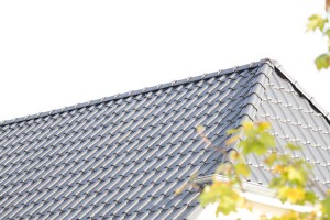 Dacheindeckung mit engobierten Dachziegeln